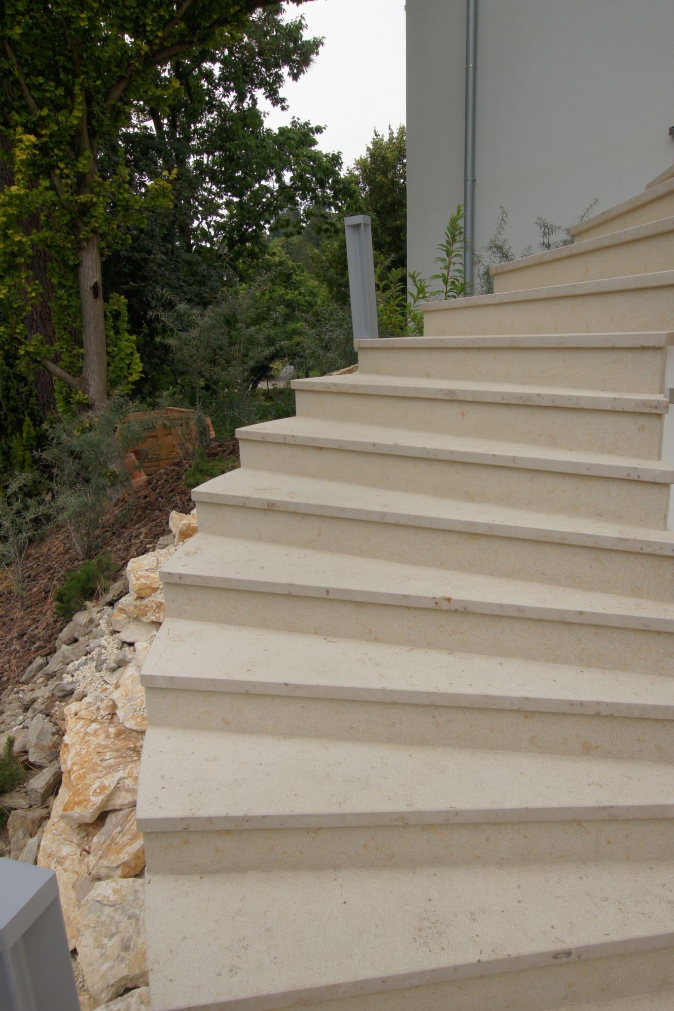 Treppe Naturstein